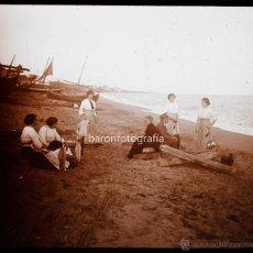 Fotografía antigua: MONTGAT, GRUPO EN LA PLAYA. AÑO 1913. CRISTAL POSITIVO ESTEREO ENCAPSULADO 6X13 CM.. Lote 53432197