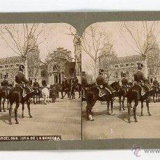 Fotografía antigua: FOTO ESTEREOSCOPICA. 947 BARCELONA JURA DE LA BANDERA. LIGERA DOBLEZ EN LA IMAGEN DE LA IZQUIERDA.. Lote 53732889
