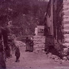 Fotografía antigua: PUEBLO. PIRINEO. CALLE Y PERSONAS. C. 1920. Lote 56373012