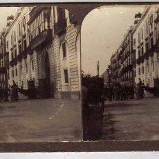 Fotografía antigua: ESTEREOSCÓPICA. UNA CALLE DE BARCELONA. COCHE DE CABALLOS. MODERNA STEREOSKOPO BARCELONA. . Lote 57345096