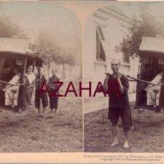 Fotografía antigua: CANTON, CHINA, 1900, UNA JOVEN CHINA EN EL PALANQUIN, JUNTO A SUS ASISTENTES,. Lote 58304386