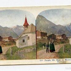 Fotografía antigua: FOTOMECÁNICA. GENTE EN EL PUEBLO DE MONTAÑA DE TSCHAMUT, SUIZA 1925, A.C. CO. . Lote 61065743