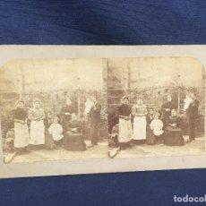 Fotografía antigua: FOTO ESTEREOSCOPICA GRUPO MUJERES NIÑOS HOMBRE FAMILIA EN JARDIN S XIX 8,7X17,7CMS. Lote 61848384