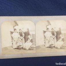 Fotografía antigua: FOTO ESTEREOSCOPICA GRUPO MUJERES AL SOL CON NIÑOS S XIX 8,7X17,6CMS. Lote 61851060