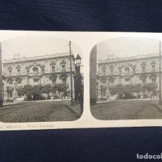 Fotografía antigua: MALAGA ANDALUCIA VISTA PALACIO EPISCOPAL FOTO ESTEREOSCOPICA JARDINES FACHADA 8,2X17CMS. Lote 62005992