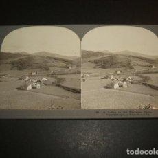 Fotografía antigua: NAVARRA UN VALLE EN LOS PIRINEROS VISTA ESTEREOSCOPICA COLECCION STEREO TRAVEL 1908. Lote 73714727