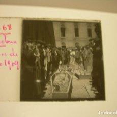 Fotografía antigua: BARCELONA AÑO 1.909, SEMANA TRÁGICA - 11 CRISTAL ESTEREOSCOPICO QUEMA DE CONVENTOS.MOMIAS.. Lote 88881744