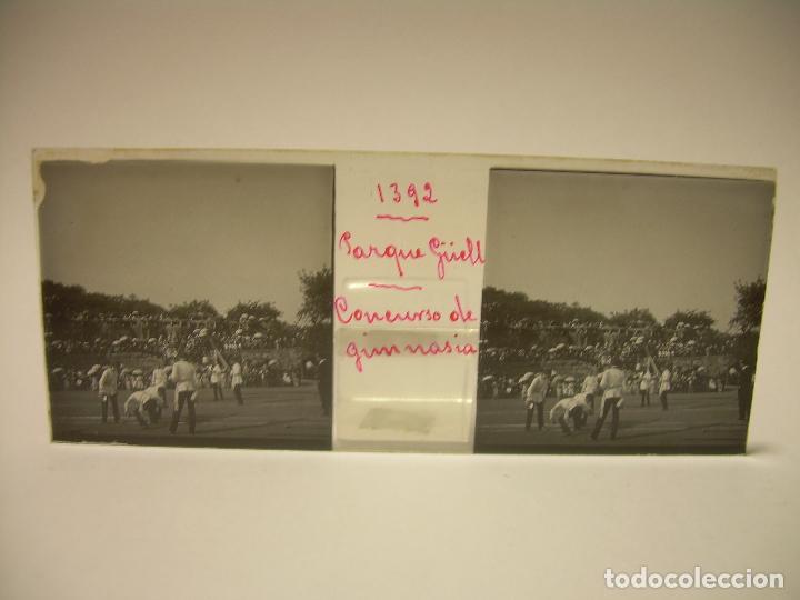 Fotografía antigua: BARCELONA,PARQUE GUELL- CONCURSO DE GIMNASIA - 6 CRISTAL ESTEREOSCOPICO- CA.1.900 - Foto 2 - 89104004