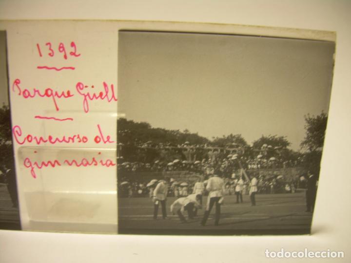 Fotografía antigua: BARCELONA,PARQUE GUELL- CONCURSO DE GIMNASIA - 6 CRISTAL ESTEREOSCOPICO- CA.1.900 - Foto 3 - 89104004