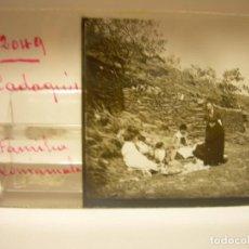 Fotografía antigua: CADAQUES, FAMILIA COMAMALA FOTO ANTIGUA CRISTAL ESTEREOSCOPICO CA 1.910.... Lote 89184932