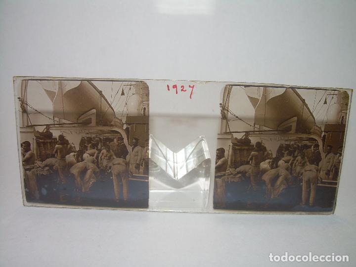 Fotografía antigua: ALFONSO XIII REY DE ESPAÑA - BAJANDO DEL BUQUE GIRALDA - 2 CRISTAL ESTEREOSCOPICO.CA 1.905 - Foto 4 - 89294424