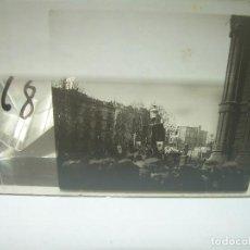 Fotografía antigua: BARCELONA,ARCO DEL TRIUNFO,MANIFESTACION POPULAR-DOS CRISTALES ESTEREOSCOPICOS-CIRCA. 1.900. Lote 89452656