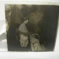 Fotografía antigua: CRISTAL ESTEREOSCOPICO.......DAMA SENTADA..FOTO DE ESTUDIO.......CIRCA. 1.900. Lote 89685456