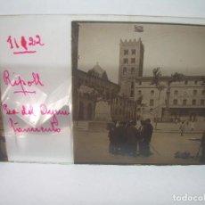 Fotografía antigua: CRISTAL ESTEREOSCOPICO.......RIPOLL...CASA CONSISTORIAL...PLAZA DEL AYUNTAMIENTO....CIRCA. 1.900. Lote 89848708
