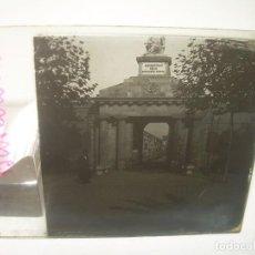 Fotografía antigua: TRES CRISTALES ESTEREOSCOPICO.......CEMENTERIO DE BARCELONA.......CIRCA. 1.900. Lote 89886948
