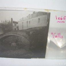 Fotografía antigua: DOS CRISTALES ESTEREOSCOPICOS.......VALLS.......CIRCA. 1.900. Lote 90171904