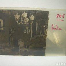 Fotografía antigua: CRISTAL ESTEREOSCOPICO.....CASA ADOUARD..CON UN CUADRO DE RAMON CASAS EN EL SALON.......CIRCA. 1.900. Lote 90217676