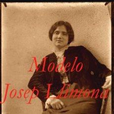Fotografía antigua: MODELO - ESCULTOR JOSEP LLIMONA - 1900'S - NEGATIVO DE GRAN FORMATO. Lote 93624540
