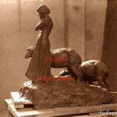 Fotografía antigua: ESCULTOR JOSEP LLIMONA - GRUPO ESCULTORICO - 1900'S - NEGATIVO DE GRAN FORMATO. Lote 93626345
