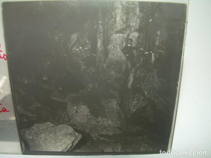 DIECINUEVE CRISTALES ESTEREOSCOPICOS.....CUEVAS DE COLLBATÓ.....CIRCA..1.900 (Fotografía Antigua - Estereoscópicas)