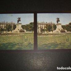 Fotografía antigua: MADRID ESTATUA DE FELIPE IV Y PALACIO REAL VISTA ESTEREOSCOPICA COL. ALEMANA CHROMOPLAST HACIA 1900. Lote 94017070