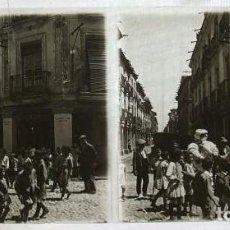 Fotografía antigua: ALCALA DE HENARES MADRID HACIA 1915 VISTA ESTEREOSCOPICA CALLE MAYOR MUÑECO MICHELIN . Lote 94108620
