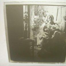 Fotografía antigua: CRISTAL ESTEREOSCOPICO..........MUJER SENTADA EL EL BALCON.......CIRCA. 1900. Lote 96412315
