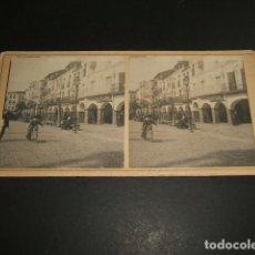 Fotografía antigua: PLASENCIA CACERES VISTA ESTEREOSCOPICA HACIA 1895 PLAZA Y SOPORTALES RELOJERIA DE JOSE MARUGAN. Lote 96993143