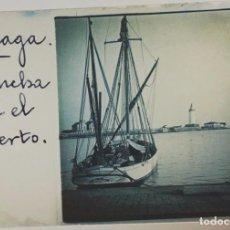 Fotografía antigua: FOTOGRAFÍA ESTEREOSCÓPICA EN CRISTAL - LANCHA EN EL PUERTO DE MÁLAGA - HACIA 1915. Lote 98510431
