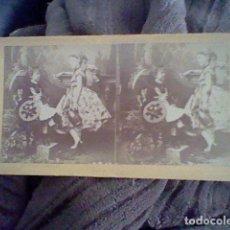Fotografía antigua: FOTOGRAFIA ESTEREOSCOPICA MUCHACHAS SOMBRILLAS. Lote 102003671