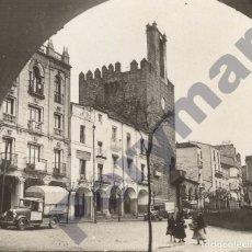 Fotografía antigua: FOTO PLAZA MAYOR DE CÁCERES, SERIE 1ª RELLEV CIRCA 1933. Lote 103788939