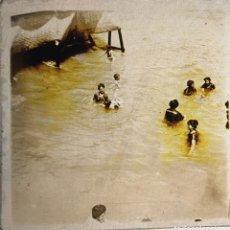 Fotografía antigua: FOTOGRAFÍA ESTEREOSCÓPICA EN CRISTAL - PLAYA DE ALICANTE - BAÑISTAS - FIRMADA J. VIDAL - HACIA 1915. Lote 105121723