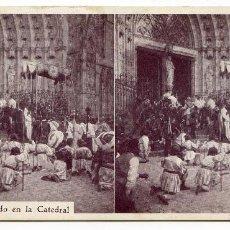 Fotografía antigua: LA CUSTODIA ENTRANDO EN LA CATEDRAL, REGALO REVISTA HISPANIA, HERMENEGILDO MIRALLES BARCELONA. Lote 107039007