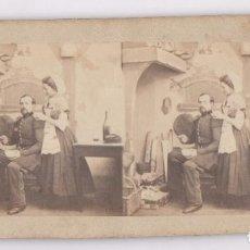 Fotografía antigua: MILITAR SEÑORA Y CHIMENEA, SIN DATOS. 1870'S APROX. 8,5X17 CM.. Lote 107913499