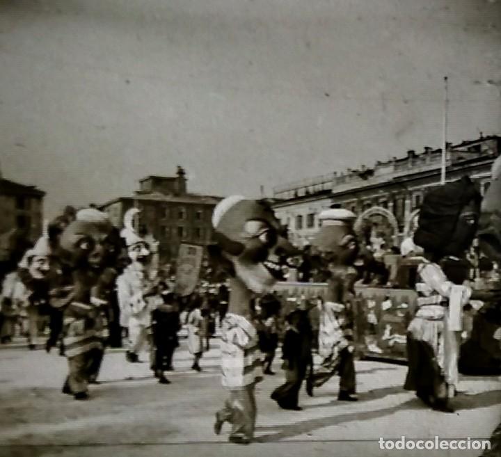 Fotografía antigua: Carnaval de Niza. 12 positivos estereoscópicos sobre film en su caja original. Fotos Estereoscópicas - Foto 7 - 117384271