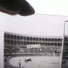 Fotografía antigua: PLACA ESTEREOSCÓPICA EN POSITIVO PRINCIPIOS DE SIGLO XX. CORRIDA DE TOROS. TAUROMAQUIA. Lote 118612018