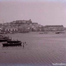 Fotografía antigua: IBIZA. ENTRADA AL PUERTO. C. 1955. Lote 128503439