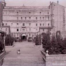 Fotografía antigua: MONTSERRAT. PLAZA ANTES DE LA REFORMA. C. 1950. Lote 128503715