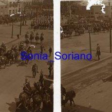 Fotografía antigua: BARCELONA, VISITA DE ALFONSO XIII, 1908? - CRISTAL POSITIVO ESTEREOSCOPICO. Lote 141481462