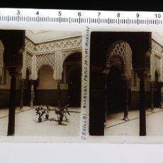 Fotografía antigua: CRISTAL ESTEREOSCOPICO POSITIVO CIRCA 1920 APROX SEVILLA ALCÁZAR PATIO DE LAS MUÑECAS. Lote 144094734