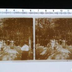 Fotografía antigua: CRISTAL ESTEREOSCOPICO POSITIVO BAILE VERBENA APROX 1920-30. Lote 144118753