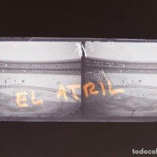 Fotografía antigua: ALICANTE PLAZA DE TOROS, HACIENDO GIMNASIA - NEGATIVO EN CRISTAL ESTEREOSCOPICO - AÑOS 1920. Lote 144132918