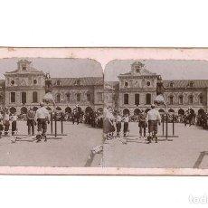 Old photograph - ESTEREOSCÓPICA.- BARCELONA.- FOTOGRAFO. M. FIGUEROLA ALDROFED.- GIMNASTA EN PLAZA - 148009810