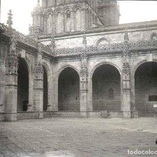 Fotografía antigua: FOTOGRAFIA ESTEREOSCOPICA EN CRISTAL DE LA CATEDRAL DE SANTIAGO DE COMPOSTELA, CLAUSTRO, PRINCIPIOS . Lote 152410438