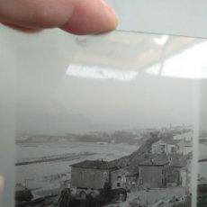 Fotografía antigua: PLACA ESTEREOSCOPICA EN POSITIVO POBLACIÓN COSTERA A IDENTIFICAR 1900-1910. Lote 152480108