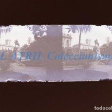 Fotografía antigua: VALENCIA - PARTERRE ESTATUA REY DON JAIME - NEGATIVO EN CRISTAL ESTEREOSCOPICO - AÑOS 1920-30. Lote 154066478