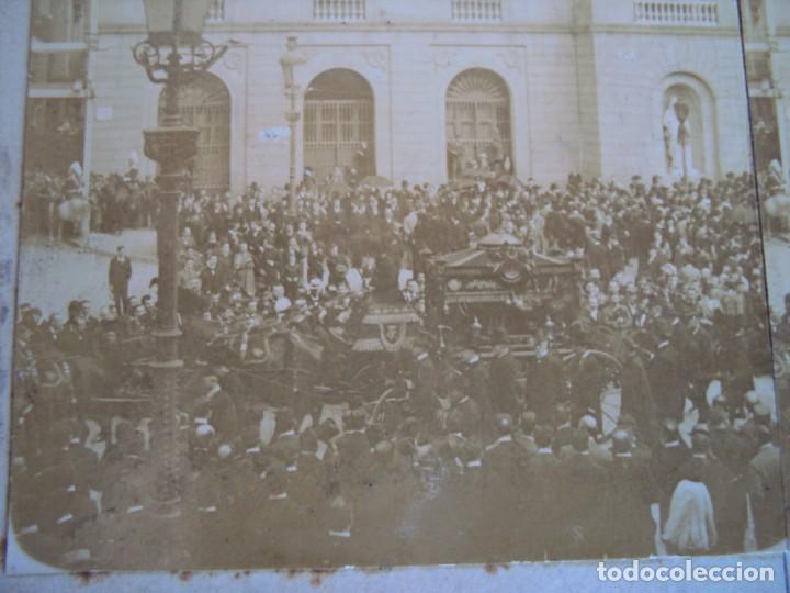 (ES-190341)FOTOGRAFIA ESTEREOSCOPICA DE BARCELONA-L´ENTERRO DE MOSSEN CINTO.13-6-1902.R.MIQUEL (Fotografía Antigua - Estereoscópicas)