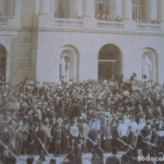Fotografía antigua - (ES-190326)FOTOGRAFIA ESTEREOSCOPICA DE BARCELONA-L´ENTERRO DE MOSSEN CINTO.13-6-1902.R.MIQUEL - 155286258
