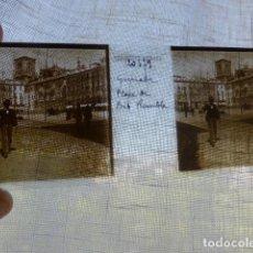 Fotografía antigua: GRANADA PLAZA DE BIBRAMBLA PLACA ESTEREOSCOPICA EN CRISTAL 4 X 10,5 CMTS HACIA 1900. Lote 155685718