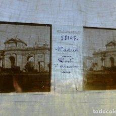 Fotografía antigua: MADRID PUERTA DE ALCALA PLACA ESTEREOSCOPICA EN CRISTAL 4 X 10,5 CMTS HACIA 1900. Lote 155687606